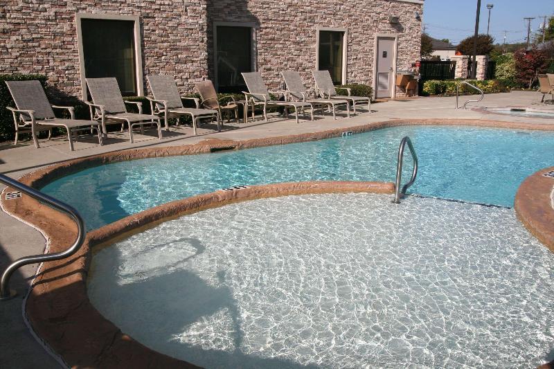 Pool Hampton Inn Sulphur Springs