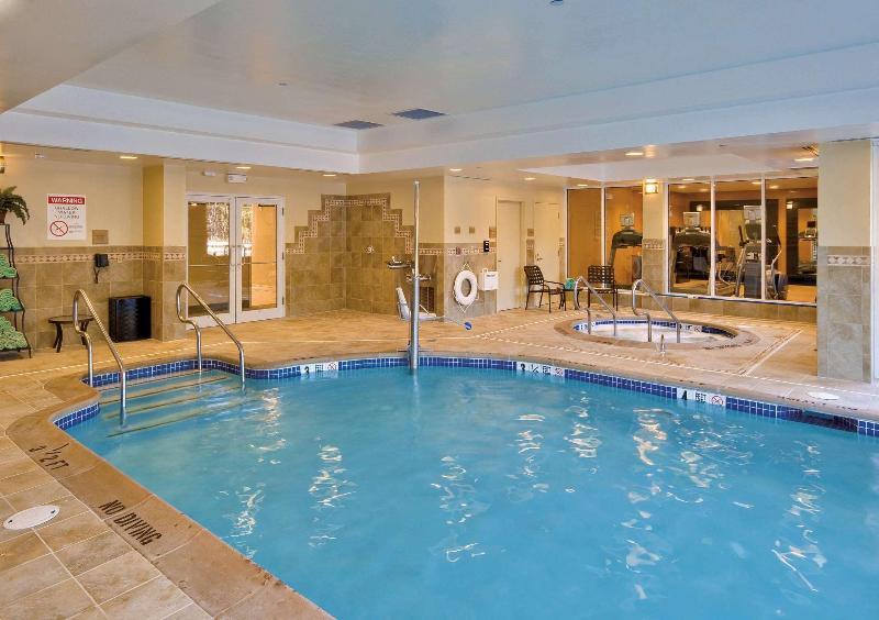 Pool Hilton Garden Inn Lakewood