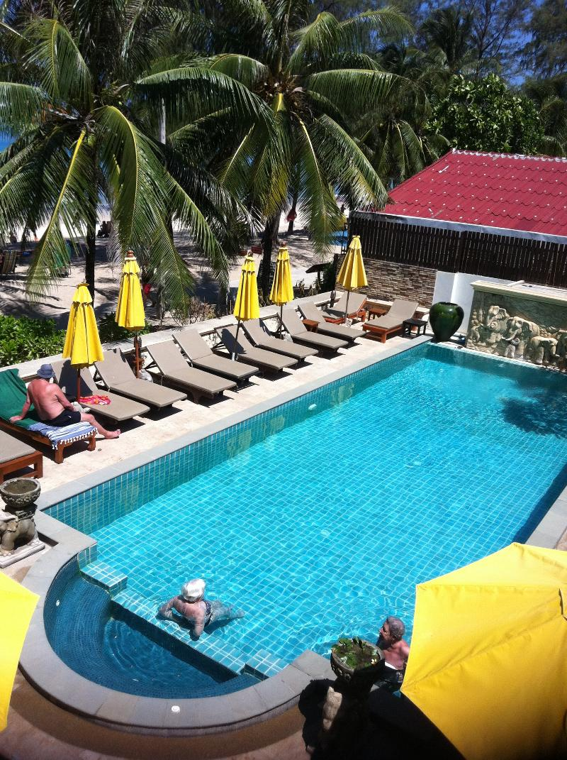 Kamala Beach Front Apartment - Pool - 10