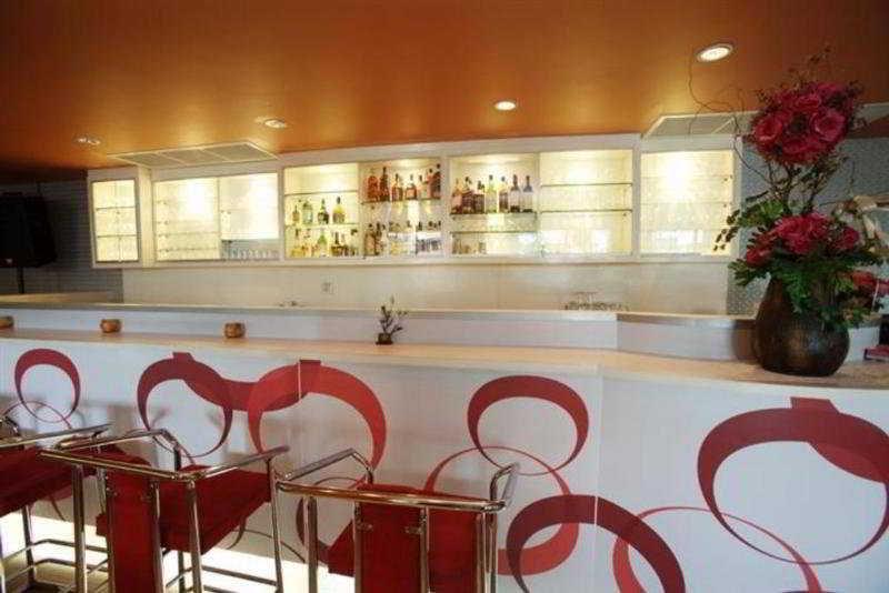 Bar Ratchada Resort & Spa