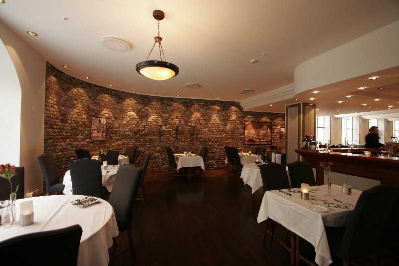 Restaurant First Hotel Marin