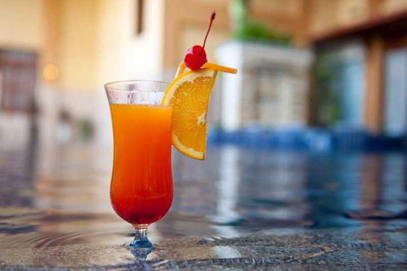 Ohana Hotel - Pool - 8