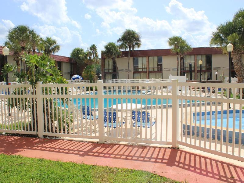 Pool I-drive Grand Resort & Suites
