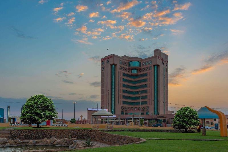 Ramada Hotel & Suites - Hotel - 7
