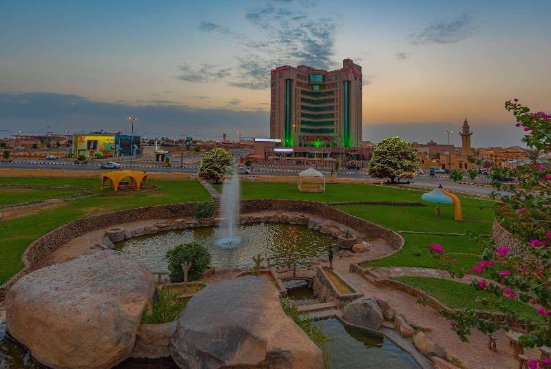 Ramada Hotel & Suites - Hotel - 8