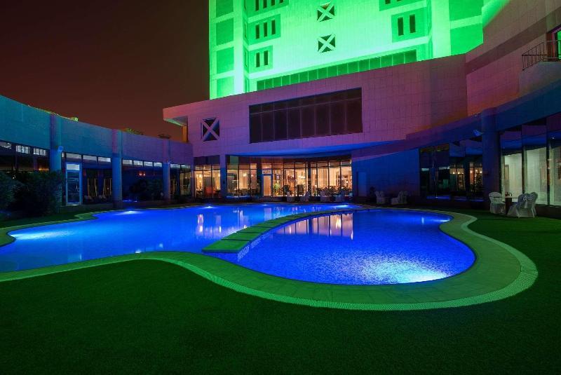 Ramada Hotel & Suites - Pool - 2
