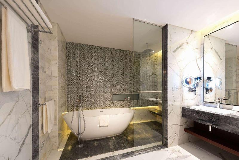 Ramada Hotel & Suites - Room - 1