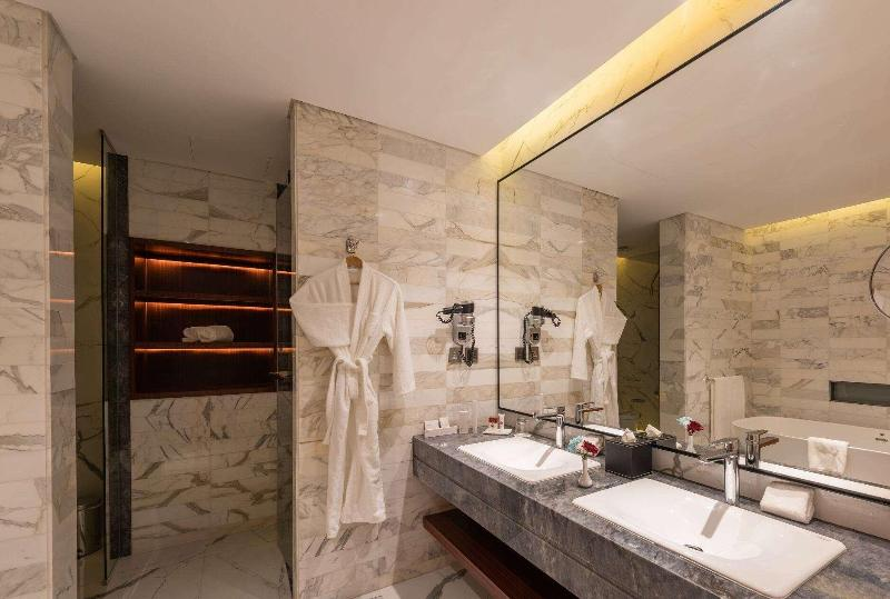 Ramada Hotel & Suites - Room - 13
