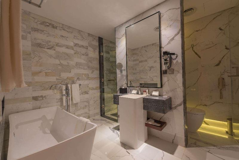 Ramada Hotel & Suites - Room - 11