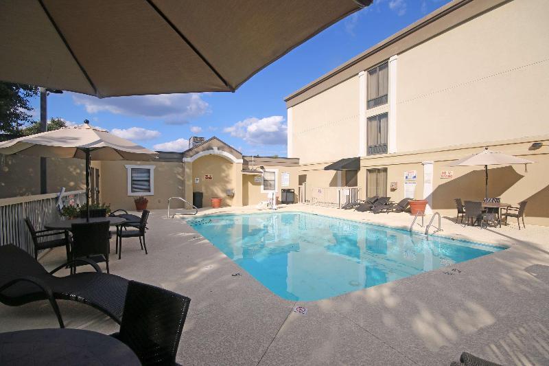 Pool Best Western Plus Greensboro/coliseum Area