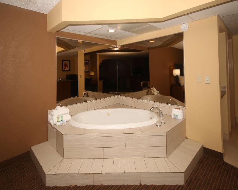 Room Best Western Plus Greensboro/coliseum Area