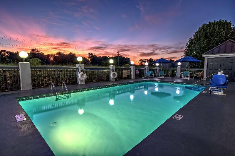 Pool Hampton Inn Tullahoma