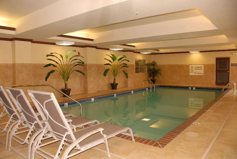 Pool Hampton Inn Van Buren