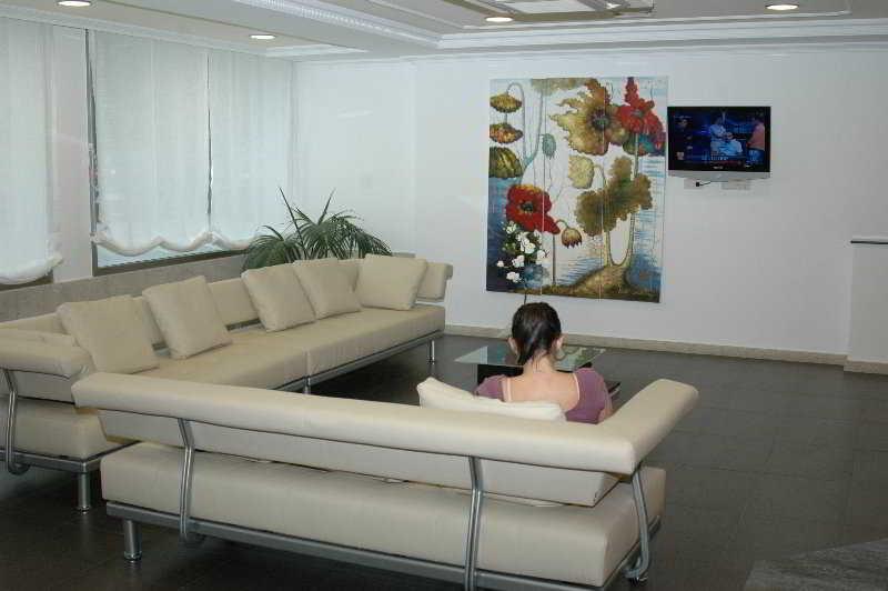 Lobby Nuevo Villa Juanita Hotel