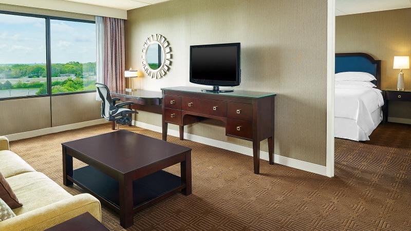 Room Sheraton Hotel Lisle