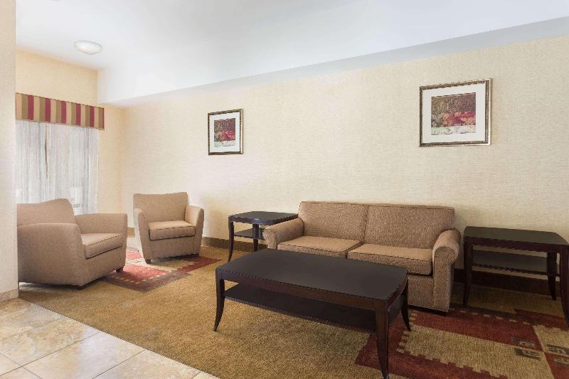 Lobby Days Inn By Wyndham North Mobile