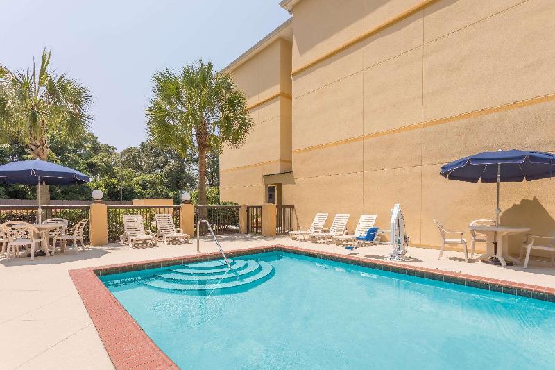 Pool Days Inn By Wyndham North Mobile