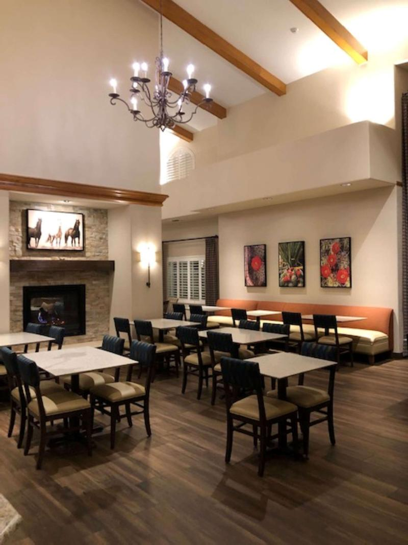 Restaurant Best Western Plus A Wayfarer\'s Inn And Suites