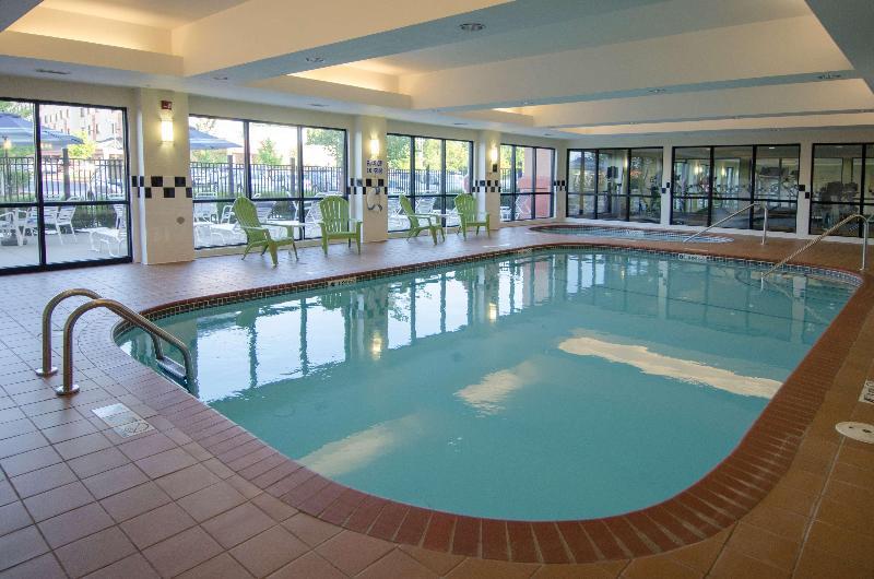 Pool Best Western Plus Castlerock Inn & Suites