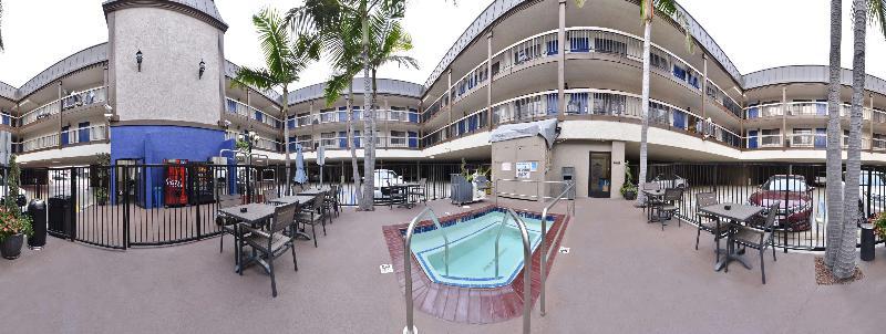 Pool Best Western Airport Plaza Inn