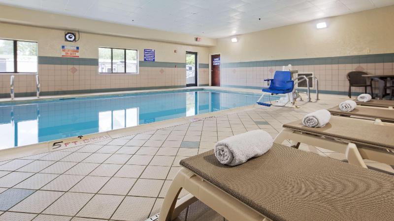 Pool Best Western Inn & Suites