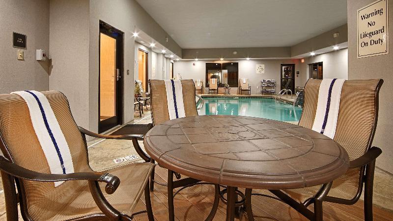 Pool Best Western Atrea Airport Inn & Suites