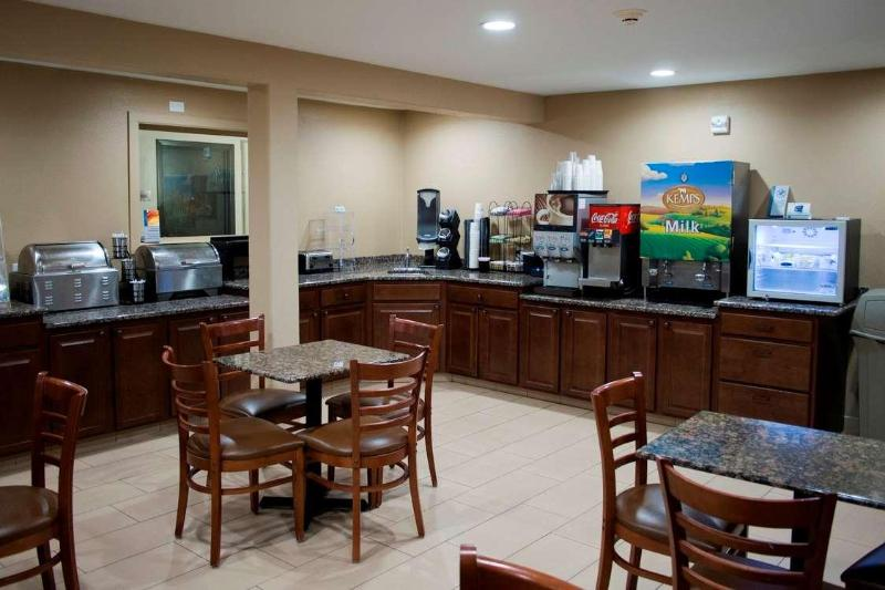 Restaurant Days Inn & Suites By Wyndham Coralville /iowa City