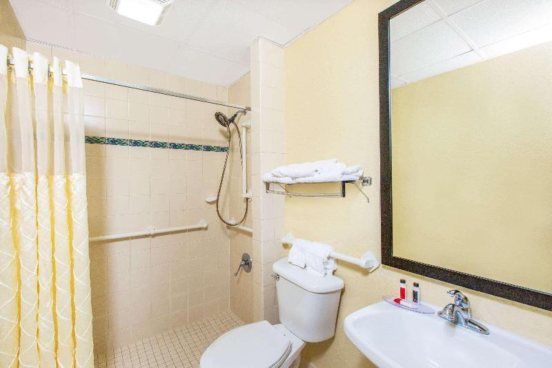 Room Days Inn & Suites By Wyndham Coralville /iowa City