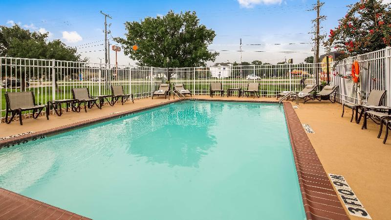 Pool Best Western Lafayette Inn