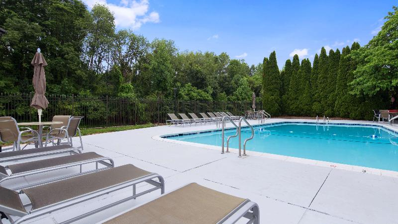 Pool Best Western Plus Rockville Hotel & Suites