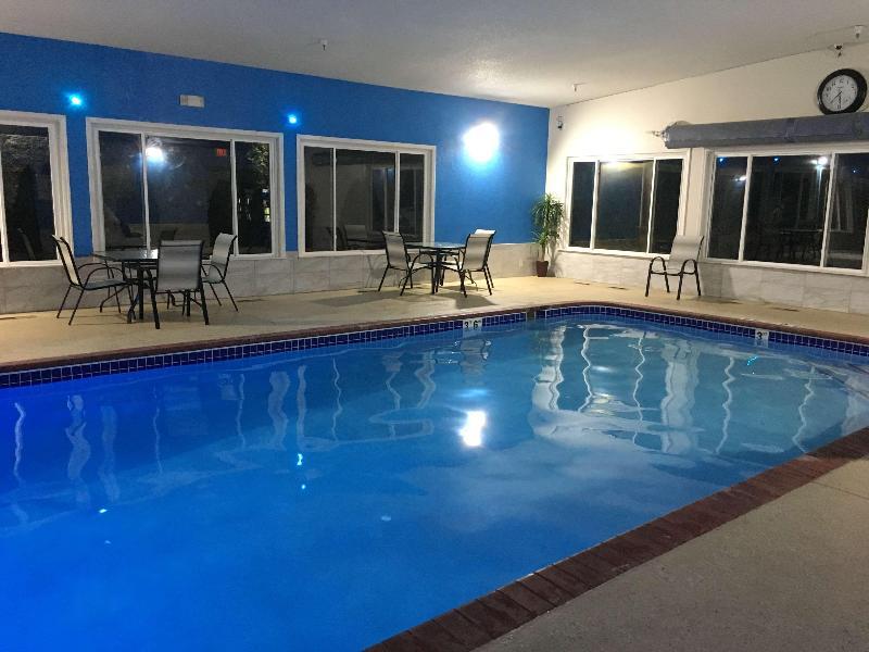 Pool Best Western Plus Shakopee Inn
