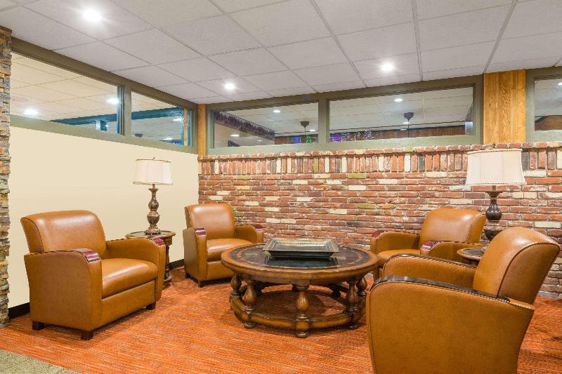 Lobby Wyndham Garden Carson City Max Casino