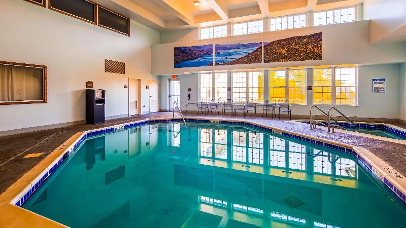 Pool Best Western Plus Ticonderoga Inn & Suites