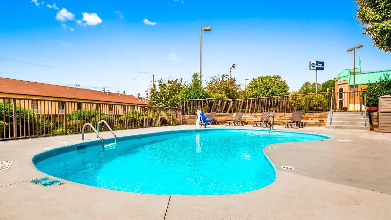Pool Best Western Statesville Inn