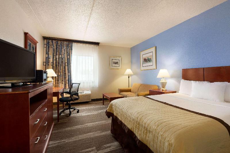Room Ramada By Wyndham Fargo
