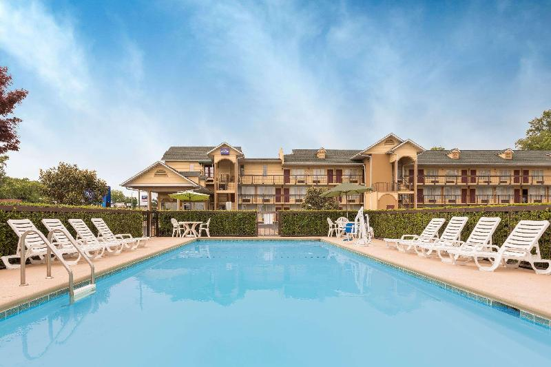 Pool Baymont Inn & Suites Sevierville Pigeon Forge