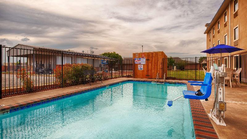 Pool Best Western Plus University Inn & Suites