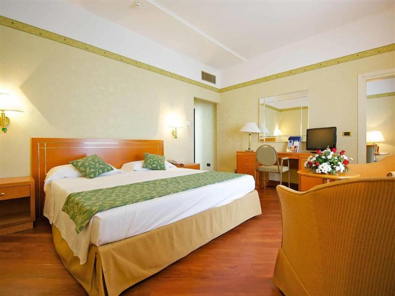 Room Hotel Mercure Delfino Taranto