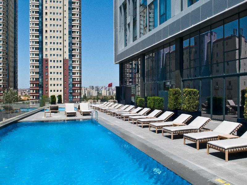 Pool Radisson Blu Hotel Istanbul Asia