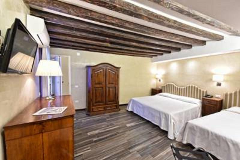 Room Hotel Villa Rosa