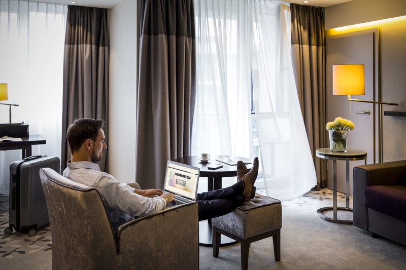 pullman chat rooms Organise your business meetings & family holidays at the pullman liverpool and enjoy upscale services: welcomer, car hire, dry cleaning, fitness center, golf.