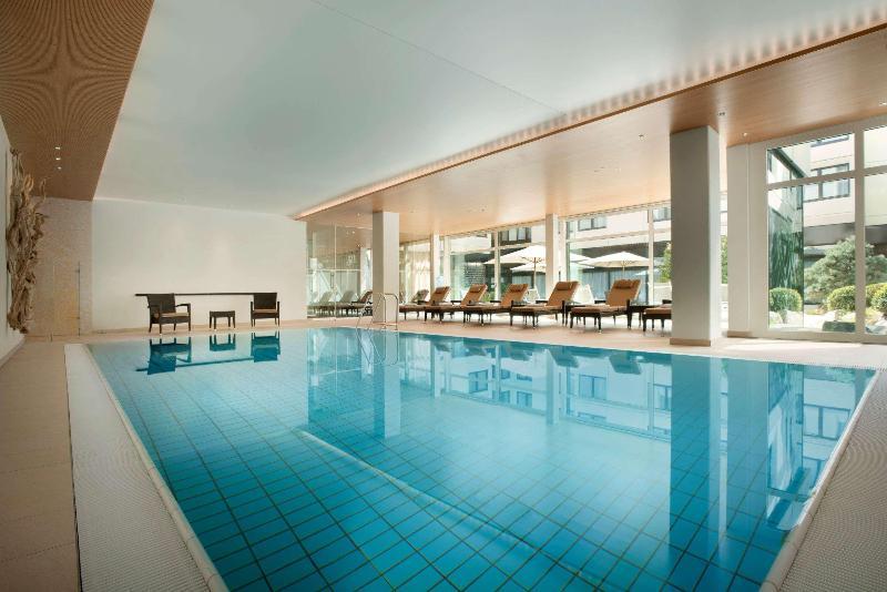 Pool Ramada Nurinberg Park Hotel