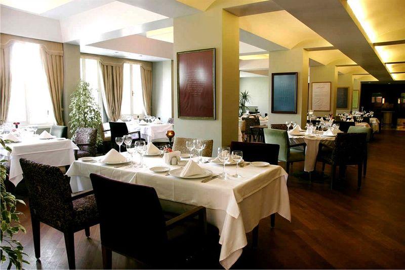 Hotel Intercity Delhi - Pool - 2