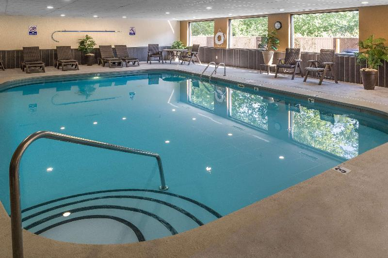 Pool Best Western Logan Inn
