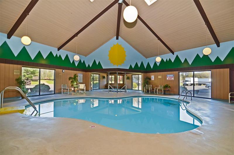 Pool Best Western Arrowhead Lodge & Suites