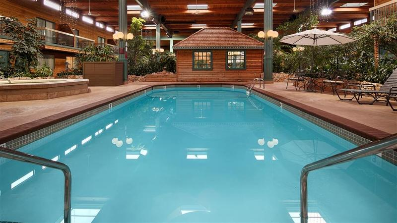 Pool Best Western Coquitlam Inn Convention Centre