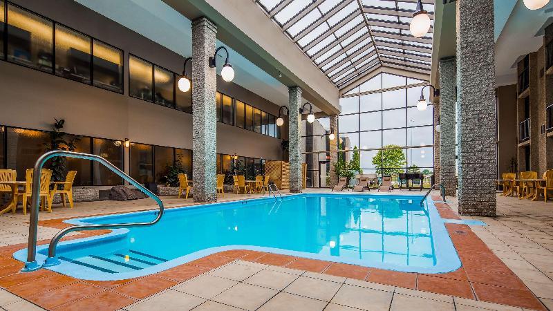 Pool Best Western Hotel Universel Drummondville