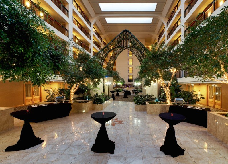 Lobby Delta Hotels By Marriott Chicago North Shore Suite