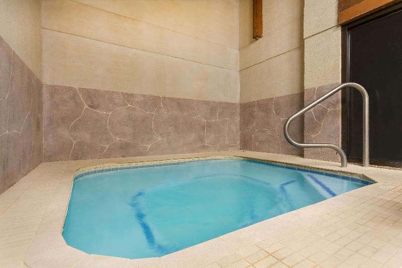 Pool Ramada By Wyndham Cedar City