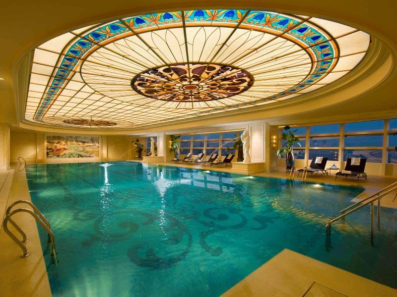 Pool Conrad Dalian